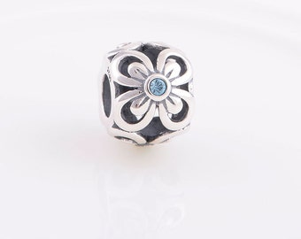 Daisy with Blue Swavorski Crystals, Charm  , 925 sterling silver