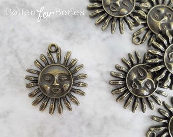 2pcs ∙ Antique Brass Sun Charm Smiling Sun Sign Pendant Celestial Astrology Necklace Jewelry Supplies