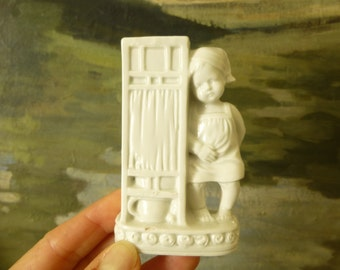 Antique pyrogenic, white porcelain - very old holders - child of shirt, night cap - character vintage - Collection