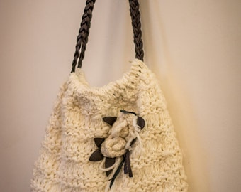 Handmade wool bag with leather finished piece