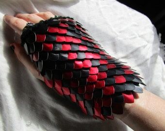 Daedra Dragon Scale Gloves/ Dragonhide Gauntlets/ Dragon Scale Armor/ Knitted Scalemaille