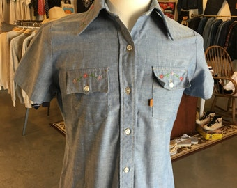 Vintage Levis Chambray  Embroidered 1980 (Lady Style)