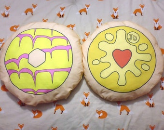 Biscuit Scatter Cushions (2 Designs)