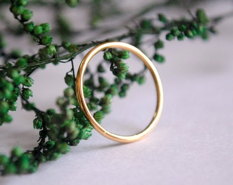Dainty Gold Ring. Thin Wedding Band. Skinny Gold Stacking Ring. Simple 14K Gold Ring. Solid Gold Ring, Mid Ring, Knuckle Ring.