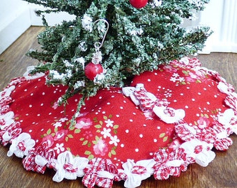 Christmas Gifts Dollhouse Miniature Red Floral Handmade Christmas Tree Skirt Fairy Garden Decor 1:12 Scale Shadow Box Dolls House Accessory