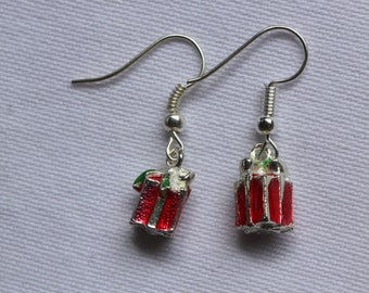 Earrings with present charm