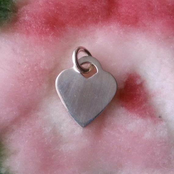 Engravable flat small heart name plate solid 925 anti tarnish Silver ring tarnished in swimming pool