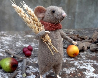 Woolen mouse , Mouse with ears of grain , Art Doll , Waldorf animal , Eco-friendly