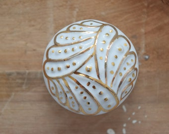 White Drawer Knobs with Gold Design Highlights, Cabinet Knobs, White and Gold, Dresser Knobs, Drawer Pulls, Gold Knobs, White Knobs, Cottage