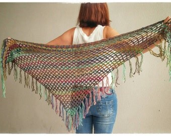 Trendy multicolor fringed shawl. Crochet-made.