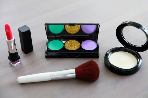 ... Play Makeup - Makeup Vanity - Pretend Play - Kid Makeup - Disney