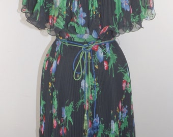 Tiny Tuesday! AMAZING pleated vintage floral dress! A flutter collar, tassel sash! Vintage 1960's 1970's