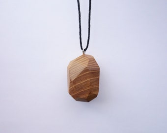 TERRILL TACTILE Large Elm Random Faceted Necklace