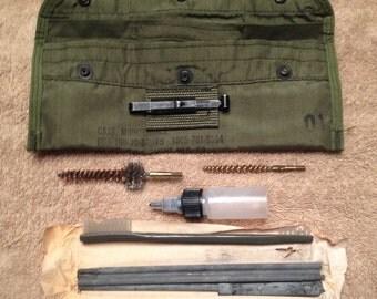 Vintage M-16A1 USGI Cleaning Kit 001