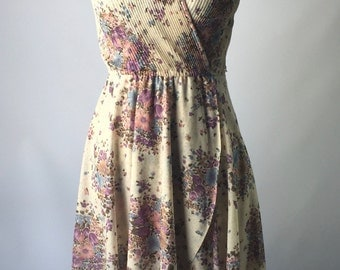 1970's Pretty and Feminine faux wrap dress