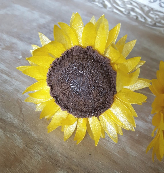 how to make edible sunflowers for cakes
