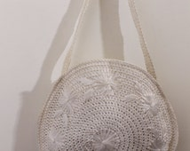 60s white straw circle tote market bag daisy embroidered floral flower pattern shoulder purse handbag solid knitted woven basket natural