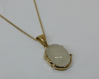 333 Art Deco pendant of gold with Moonstone GA115