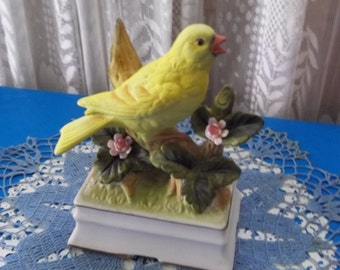 Towle Musical Yellow Bird Figurine Fine Porcelain Bisque Finch