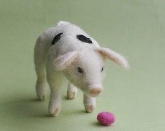 Needle felted pig,wool piggy,pig miniature love gift, sculpture.miniature animal.