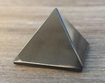 ONYX natural small gemstone crystal pyramid 20-22