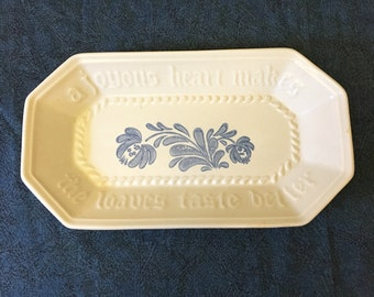 Vintage Pfaltzgraff Yorktowne Bread Plate