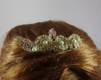 silvery ornamental comb with green pearls ,silvery flowers , leaves in wire , crochet .