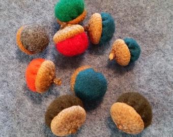 Wool fabric acorns 9 ct package