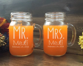 Mr and Mrs Mason Jar Set, custom mason jars, Bride and Groom mason jars, mason jar set, weddings, mason jar, personalized mason jar, rustic
