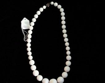 Retro white bead necklace