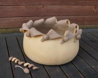 Beige cat cave Cat bed Cat cave Merino wool cat cave Katzehohe Cat furniture Felt bed Felted bed Cat felt bed