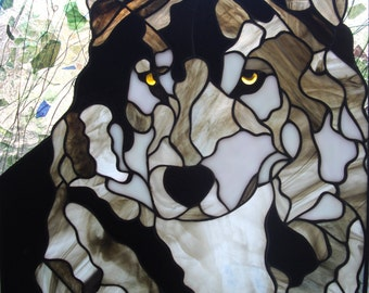 Grey Wolf / Stain Glass Wolf Picture / Stain Glass Art / Stain Glass Wall Hanging / Stain Glass Pattern / Stain Glass Wall Deco / Wolf Print