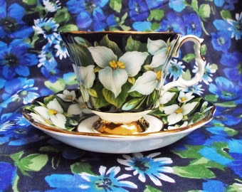 Royal Albert Bone China Teacup & Saucer - Provincial Flowers - Trillium - 1975 - used