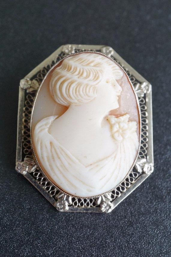 14k White Gold Filigree Frame Carved Shell Cameo Brooch/Pendant OG071