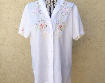 1960s Hand Embroidered Short Sleeve Blouse S