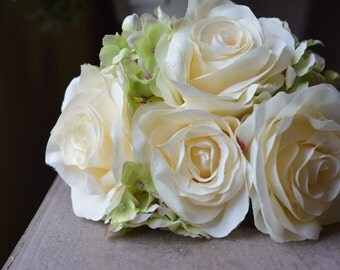Whimsical Rose Bunch in cream -ITEM016