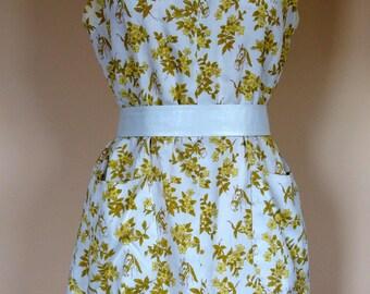 1960s vintage shift dress white cotton yellow print of horses flowers sleeveless
