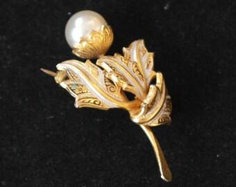 Gold tone damascene brooch