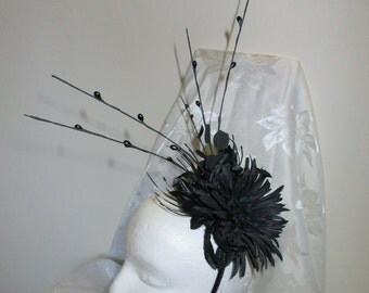 Delicate Black fascinator suitable for a wedding, prom, day at the races etc.