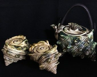 Vintage 1950's Conch/Sea Shell Teapot and Salt n Pepper Shakers   (TTT9)