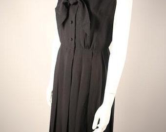 Elegant 1940s Pleated Black Shirt Dress