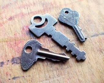 The Coven Keys - Antique Flat Key Set - Padlock Keys // SUMMER SALE - 15% Off - Coupon Code SUN15