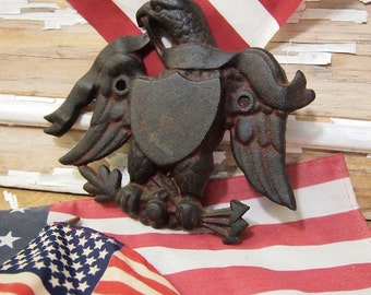 Free Shipping Great old metal Iron  Ornamental Eagle with shield Wilton Products