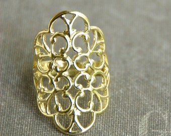 Romantic gold filigree lace style bohemian band ring. Tiedupmemories