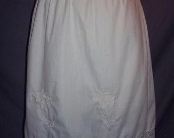 60s Bright White Cotton Blend Half Slip Scalloped Hem Appliqued Flowers M
