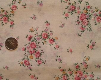 PK025 ~ Cream fabric Pink roses Flower bouquet Quilting Quilt