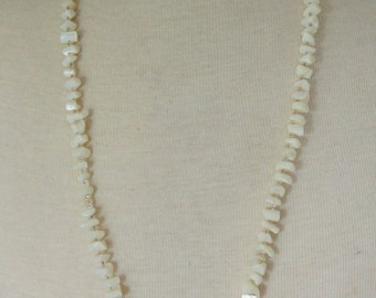 MOTHER OF PEARL Necklace Shell Beaded 1960s White Vintage