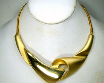 Gold Sculptural Bib Necklace on Flat Slithery Gold Chain, Shiny and Matte Finish 1980s
