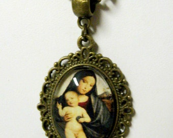 Madonna pendant and chain - AP05-031