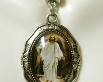 Resurrection of Christ pendant and chain - AP05-196